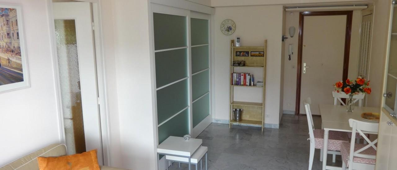 De entree van het appartement