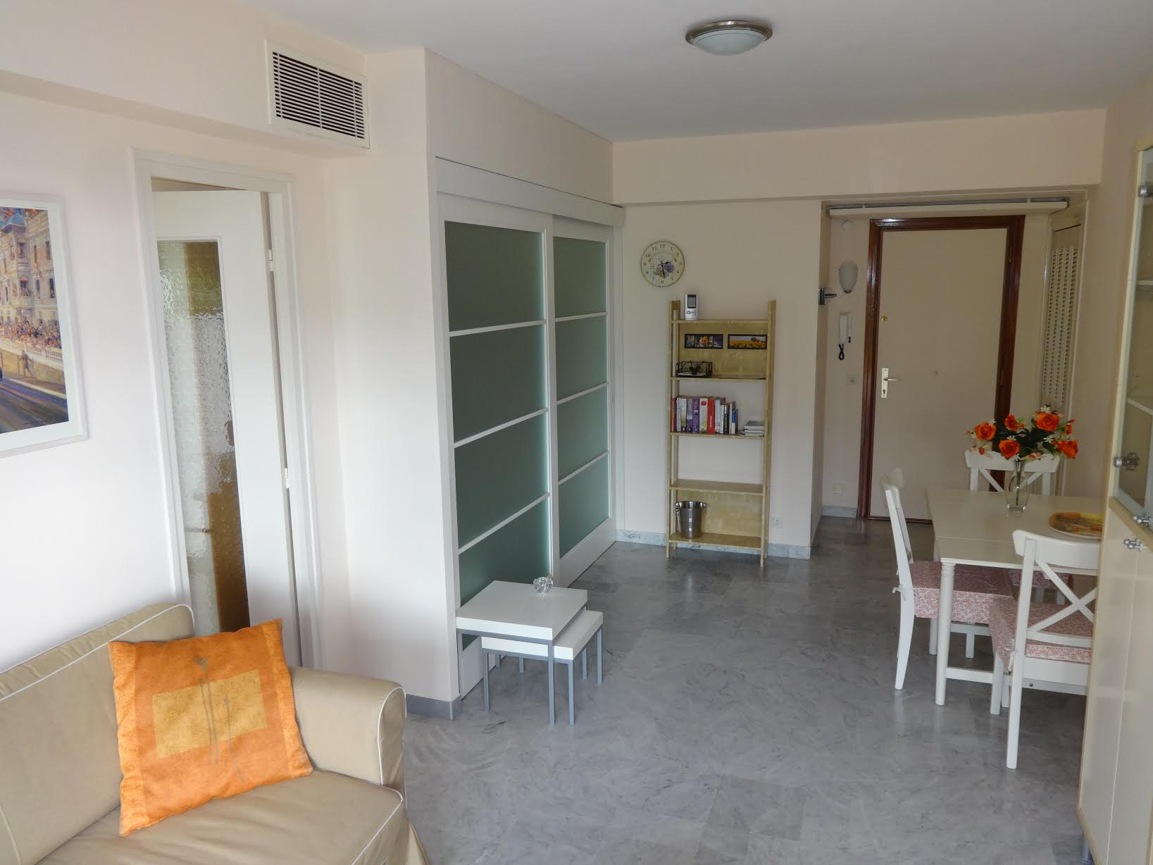 De entree van het appartement vakantie aan de franse zuidkust - Deco van het appartement ...