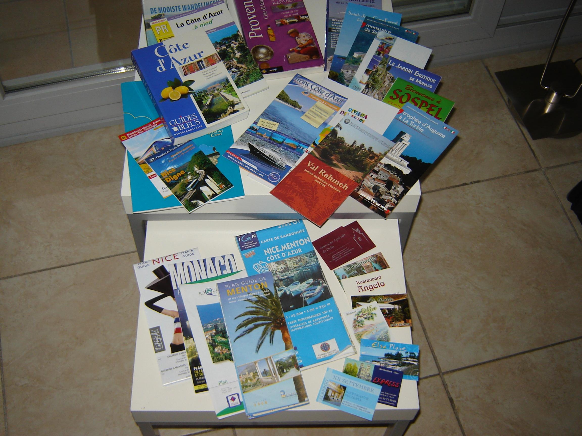 In het appartement ligt volop informatie: gidsen, wandelkaarten, wegenkaarten, brochures en de adressen van leuke restaurants